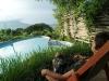 26. Eli frente a la piscina en Totoco