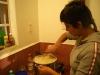 25. Eli preparando cerveza en Ruta Ahimsa