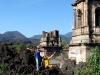 Iglesia vistoriosa al volcán Paricutín