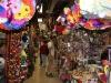 13. La zona de artesanias del mercado