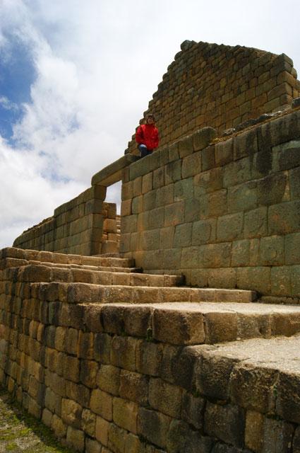 13-Escalinatas-Templo-del-Sol-Ingapirca