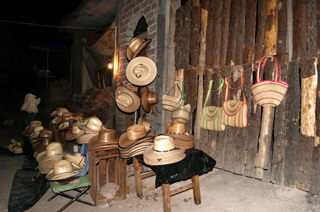 Puesto de sombreros en Jarácuaro