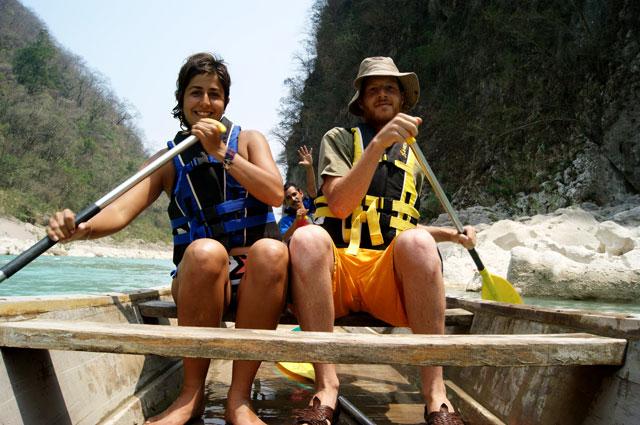 04 Remando para llegar a la cascada de Tamul